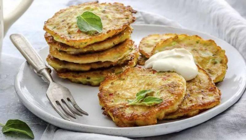 Как приготовить пышные оладьи из кабачков: 3 самых вкусных рецепта кабачковых оладий