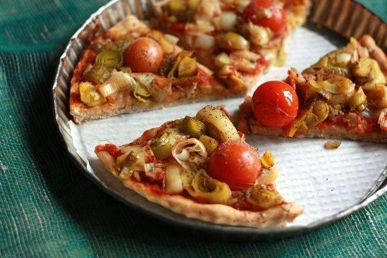 Фокачча с оливками, перцем и чесноком