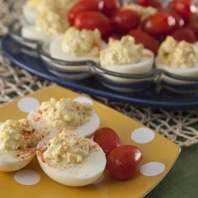 Фаршированные яйца с чесноком и укропом: простая и быстрая закуска
