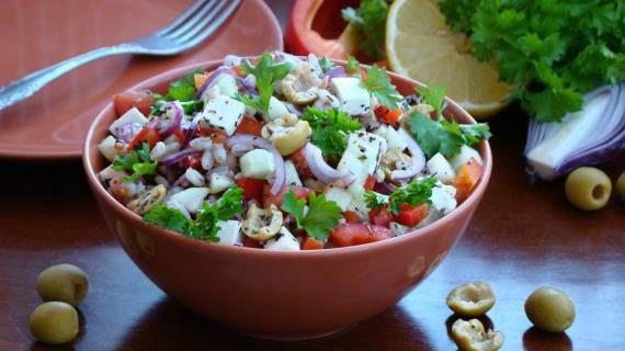 Рецепты: 5 быстрых и полезных салатов с арбузом