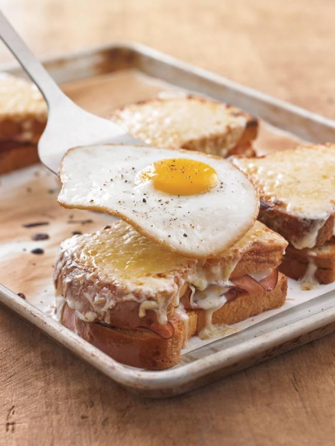 Бутерброд мадам крок:  французские бутерброды крок-мадам и крок-месье, рецепты с фото – хлеб для сэндвичей, куриная ветчина, сыр твердый
