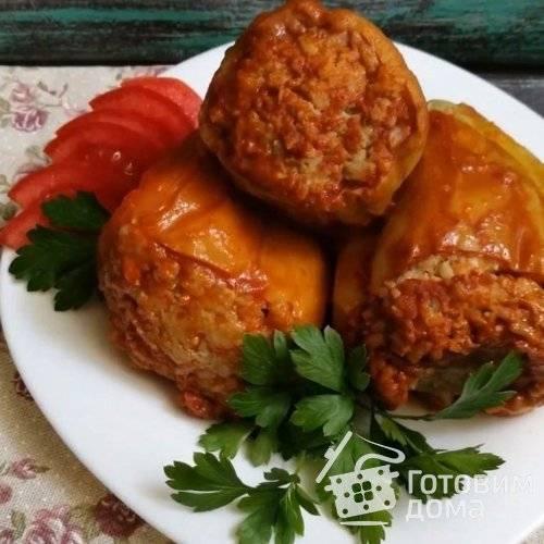 Ароматный перец, фаршированный сезонными овощами, в мультиварке