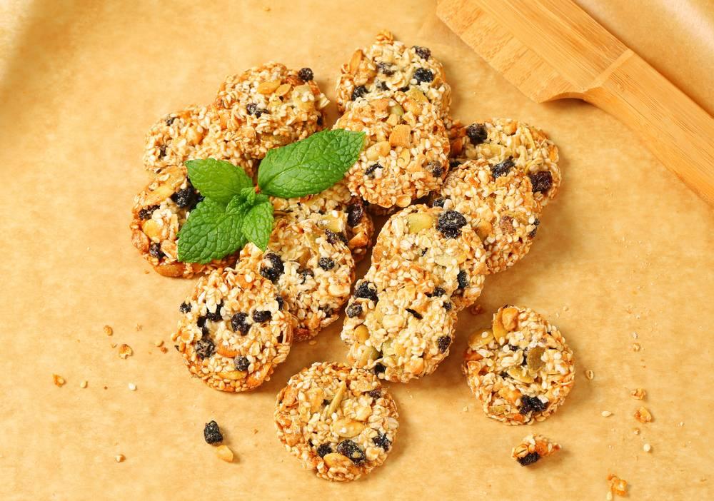 Овсяное печенье с семечками и клюквой