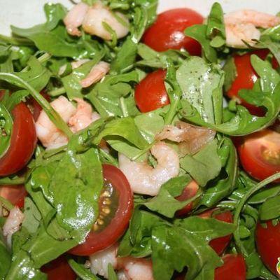 Итальянский салат с моцареллой и оливками