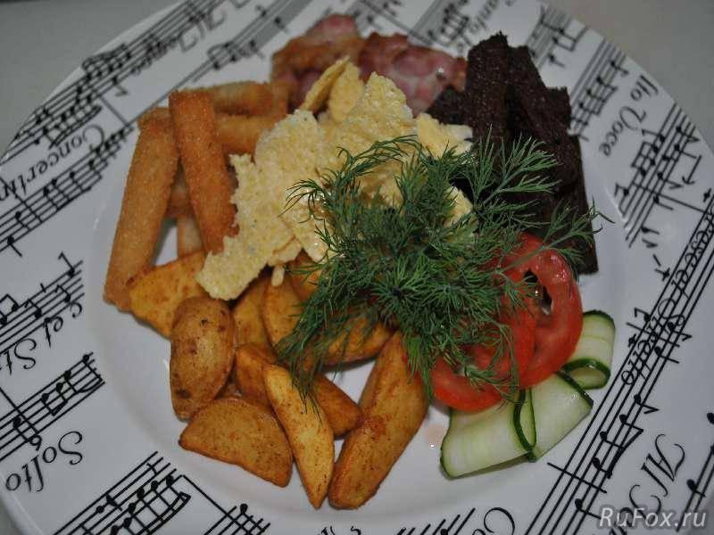Картофельные дольки с сыром и беконом к пиву