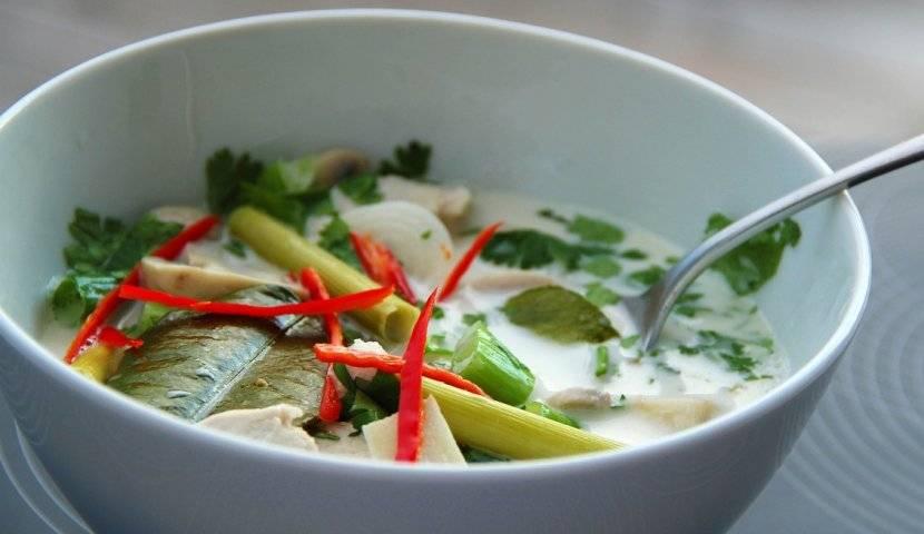 Кокосовый суп с фрикадельками из куриного фарша с овощами
