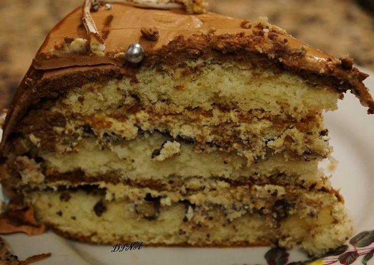 Торт-безе с кофейным кремом и грильяжем