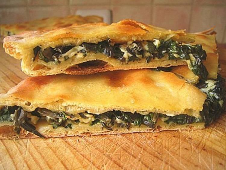 Слоеные пирожки с шпинатом