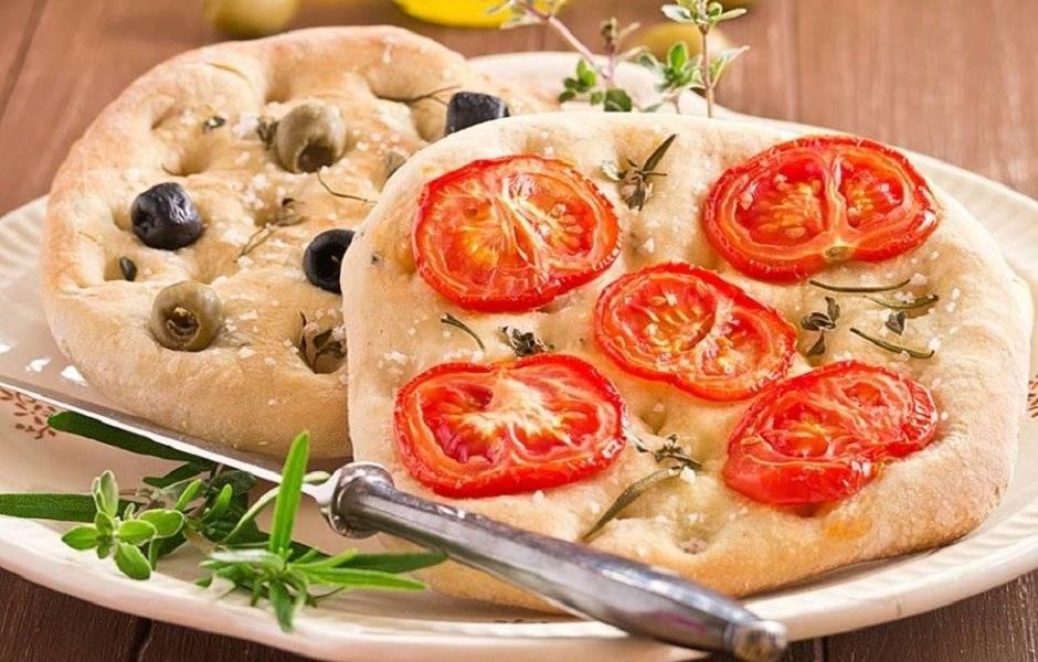 Постный хлеб с чесноком и зеленью
