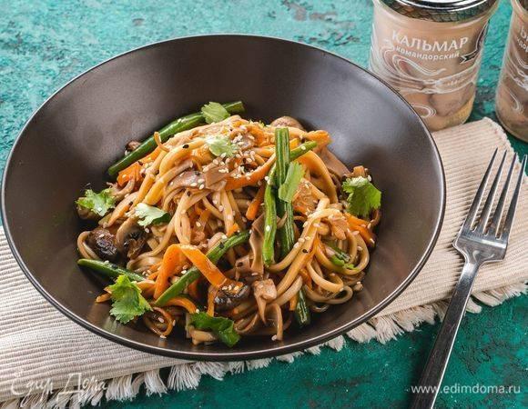 Кальмары и креветки по-китайски с овощами