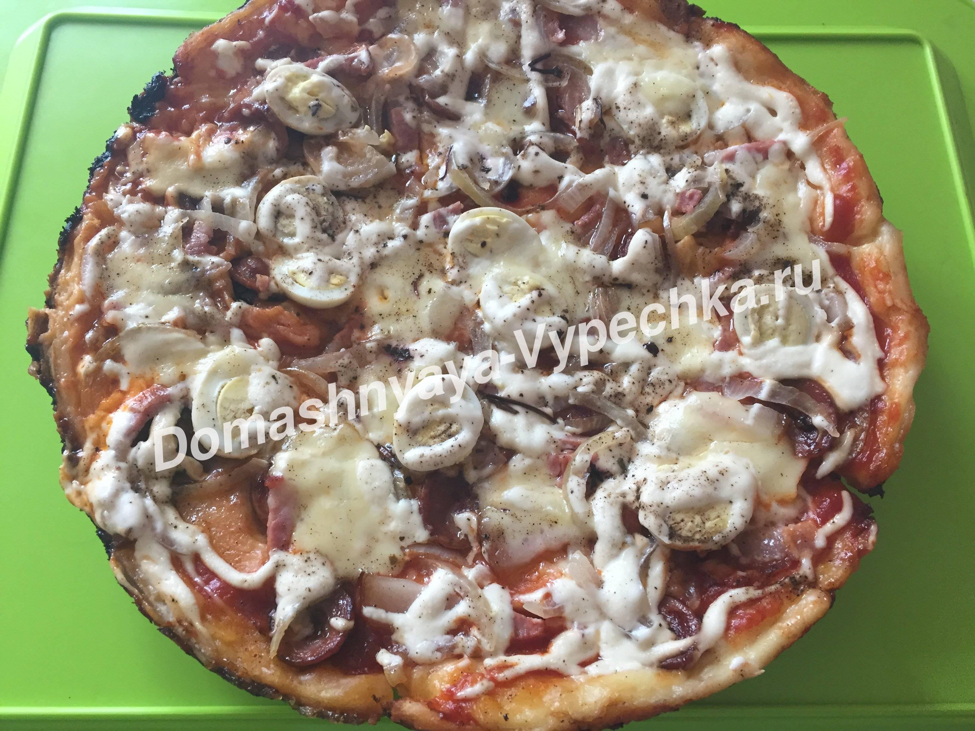 Пицца с грибным белым соусом