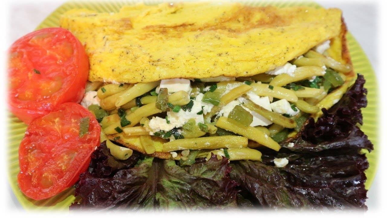 Бутерброд на завтрак с фасолью и омлетом