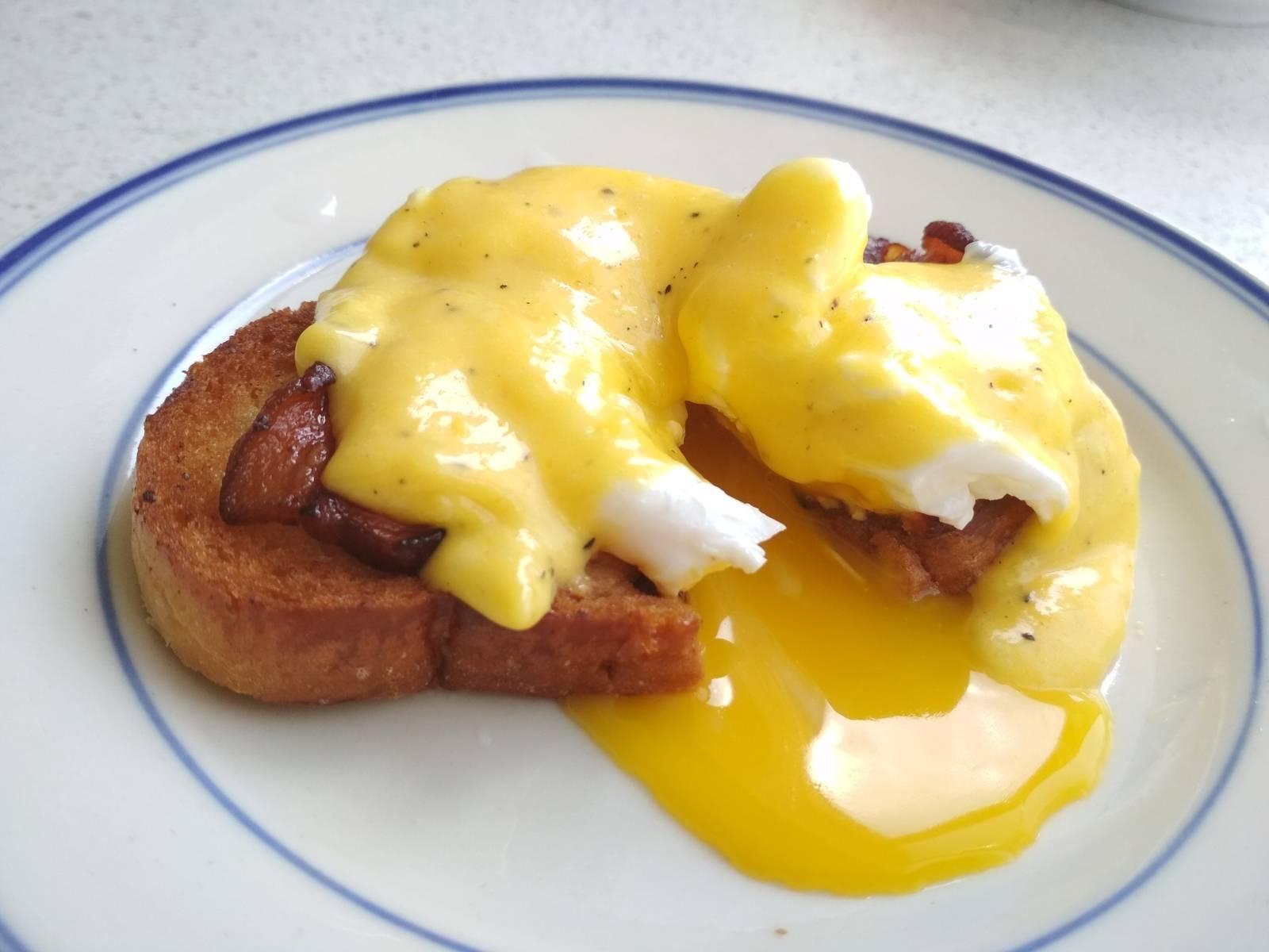 Как приготовить яйца «бенедикт»?