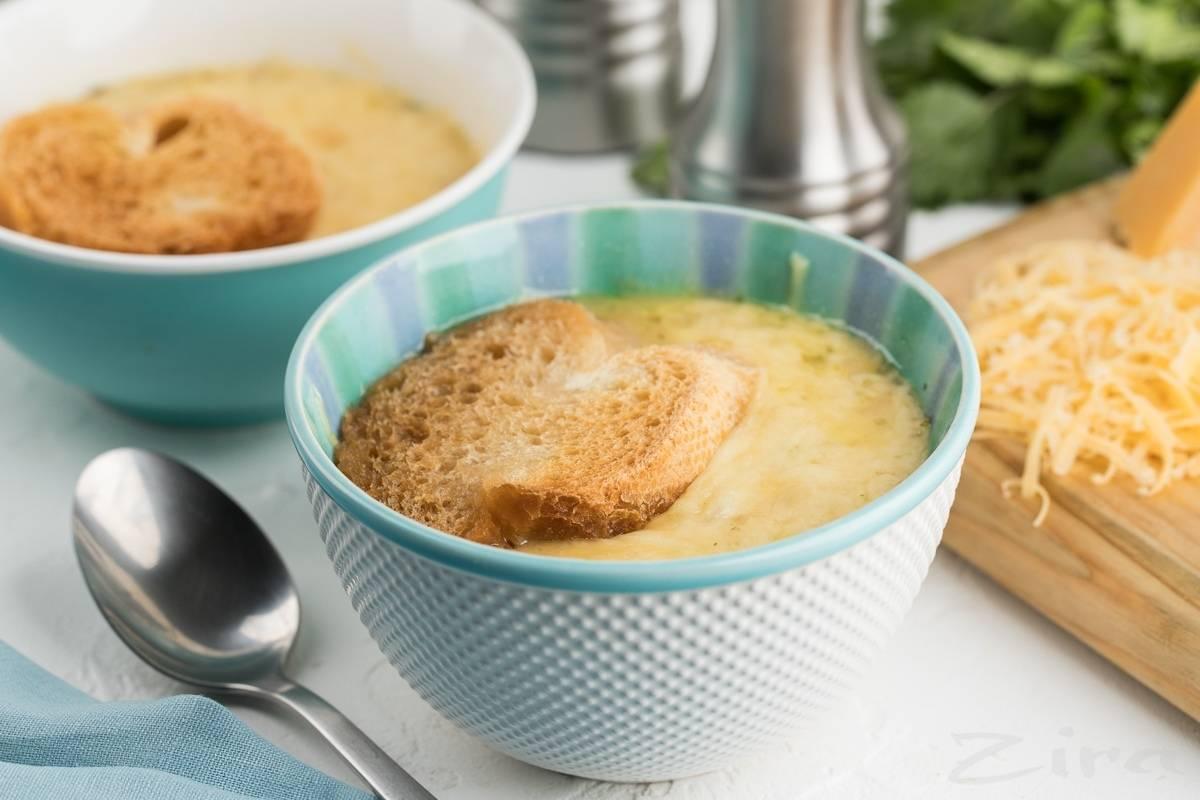 Французский луковый суп: 7 сытных рецептов |