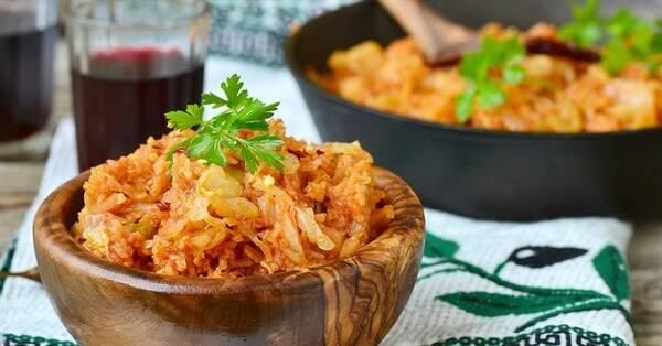 Тушеная капуста с сосисками - 7 очень вкусных рецептов с фото пошагово