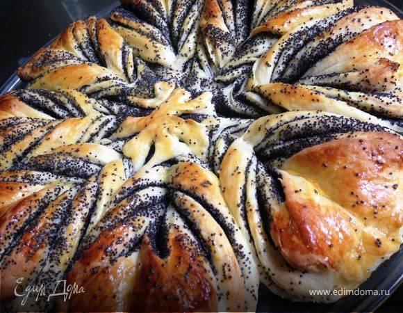 Пирожки с начинкой из сливы на дрожжевом тесте в духовке