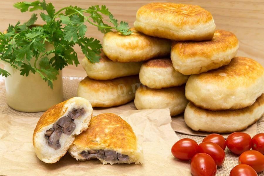 Жареные пирожки с баклажанами мясом и грибами