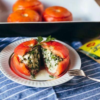 Кабачки с рисом и овощами, запеченные в духовке