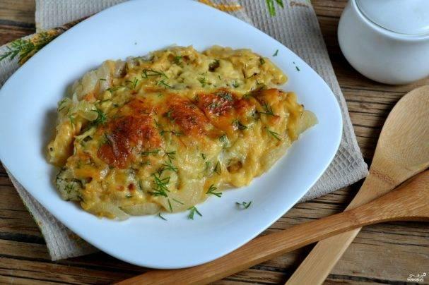 Филе пангасиуса, запеченное с картофелем и сыром