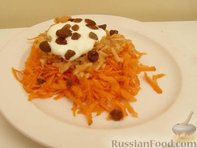 Простой, но полезный салат из моркови и яблок