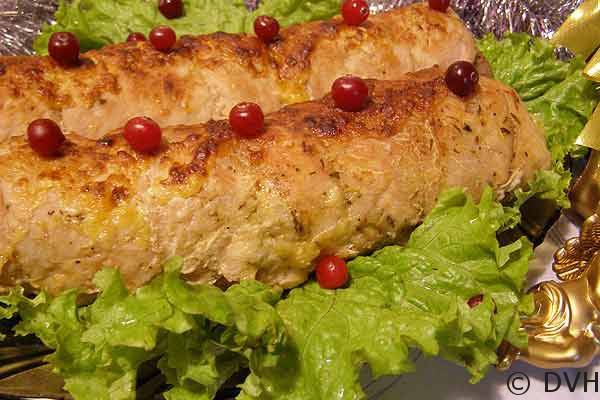 Куриный рулет с капустой и яйцами