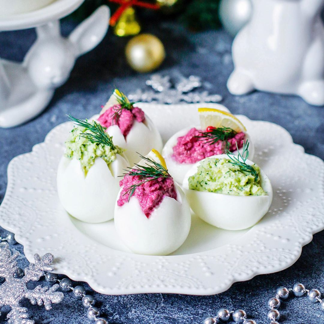 Фаршированные яйца на праздничный стол - рецепты с печенью трески, сыром и чесноком, тунцом и семгой
