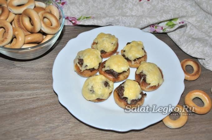 Бублики с сыром и зеленым луком