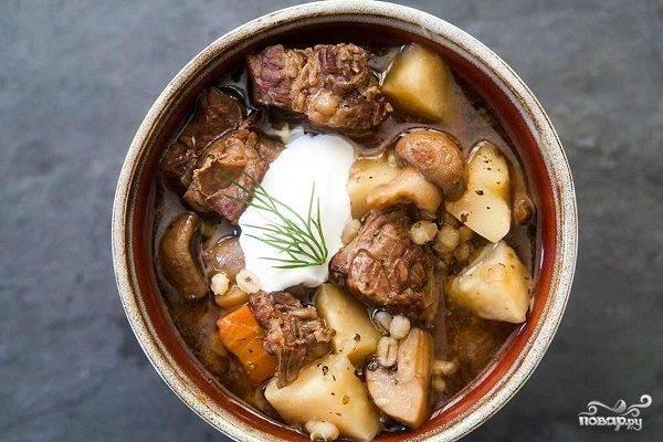 Картошка в духовке со свининой и грибами