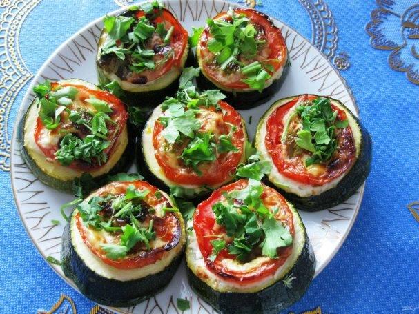 Кабачки с помидорами в духовке: 10 отличных рецептов |