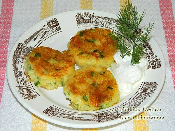 Картофельные биточки - рецепты из пюре с грибами, фаршем и сыром на сковороде и в духовке