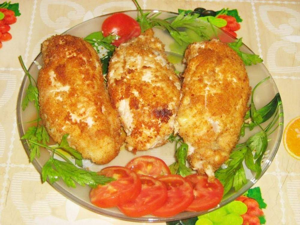 Куриное филе фаршированное сыром и зеленью с чесноком. куриные грудки, фаршированные козьим сыром и зеленью.