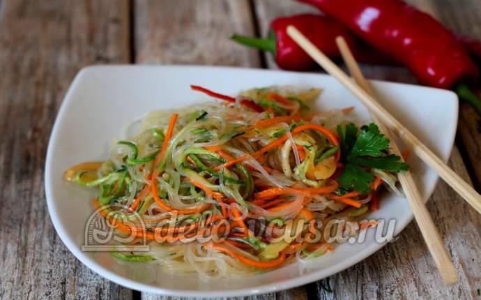 Салат с фунчозой и курицей: 7 простых рецептов |