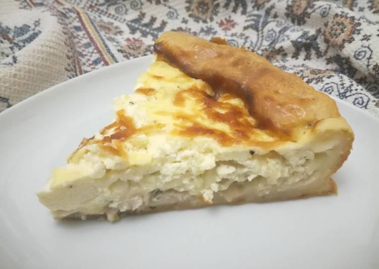 Быстрый луковый пирог с сыром