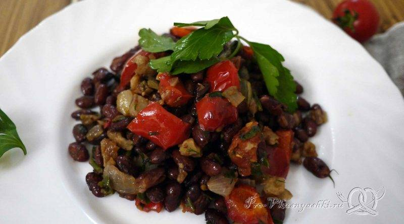 Тушеная красная фасоль с овощами