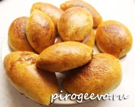 Рецепт приготовления пирожков с яблоками из дрожжевого теста на кефире