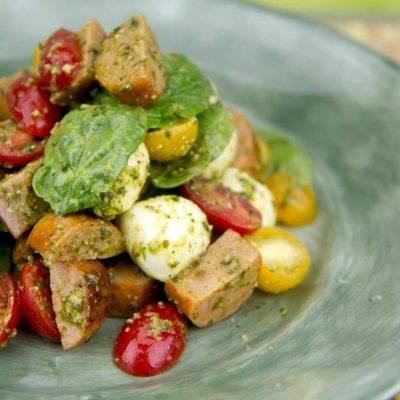 Салат смоцареллой unagrande, брокколи истручковым горошком