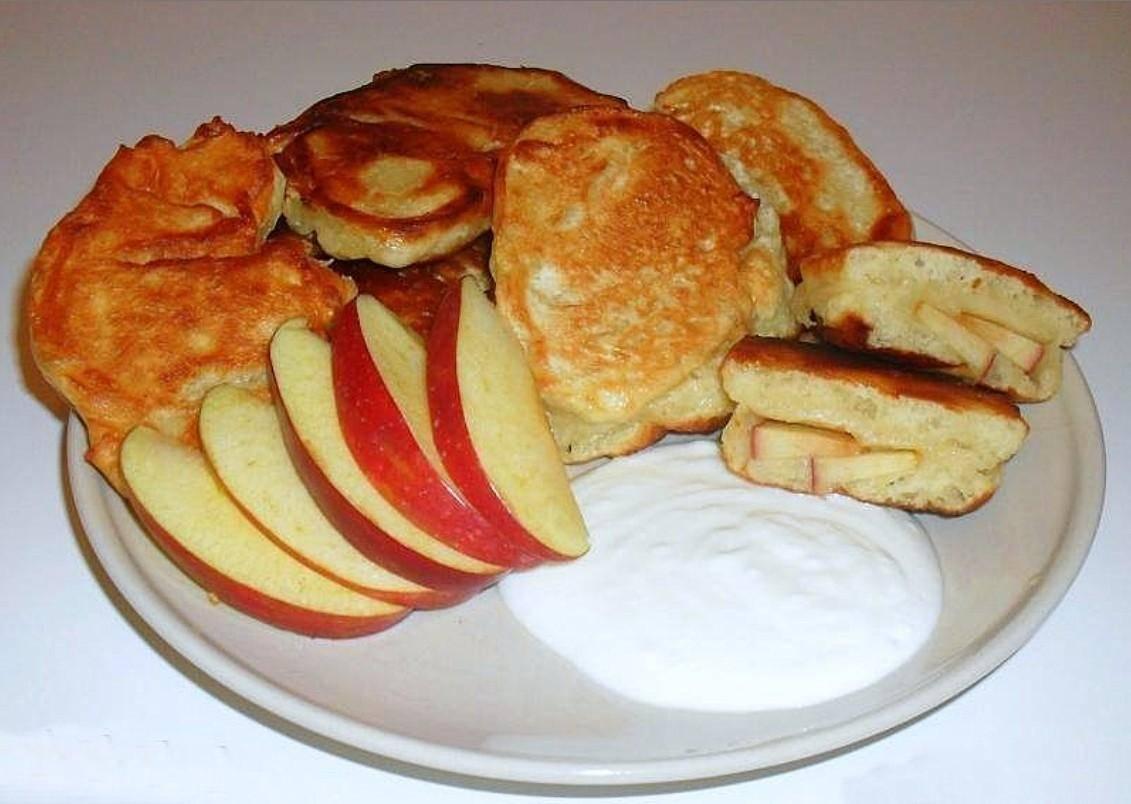 Дрожжевые оладьи с яблоками - рецепт с фотографиями - patee. рецепты