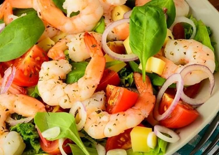 Легкий салат с морепродуктами