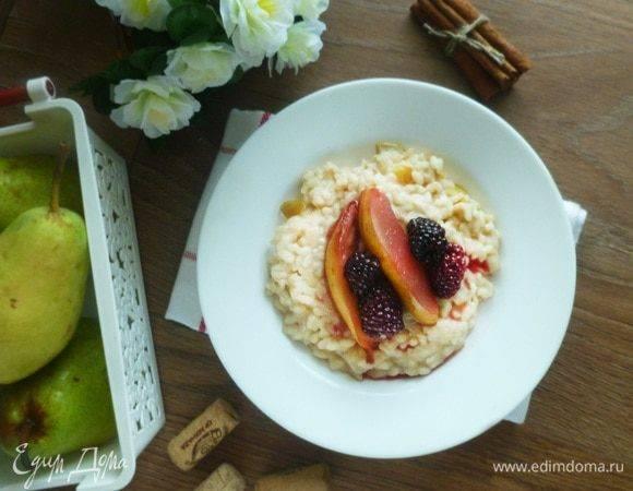Изысканный рисовый пудинг с мёдом и грушей