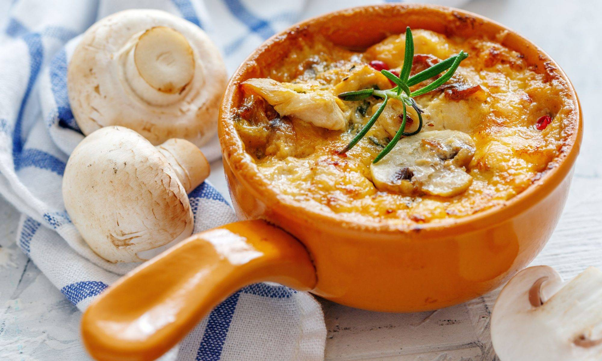 Рулеты из куриных бедрышек с грибами - пошаговый рецепт с фото |  блюда из курицы