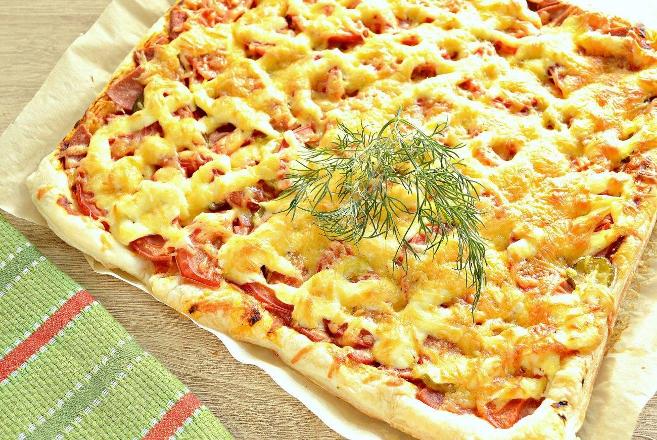 Пицца на дрожжевом тесте с колбасой и грибами