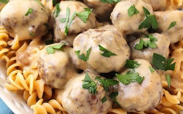 Фрикадельки свино-говяжьи с сыром в томатно-чесночном соусе рецепт с фото, как приготовить на webspoon.ru