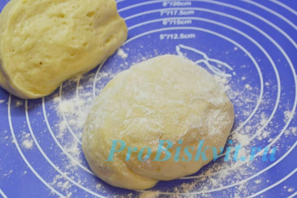 Пирог из дрожжевого манного теста