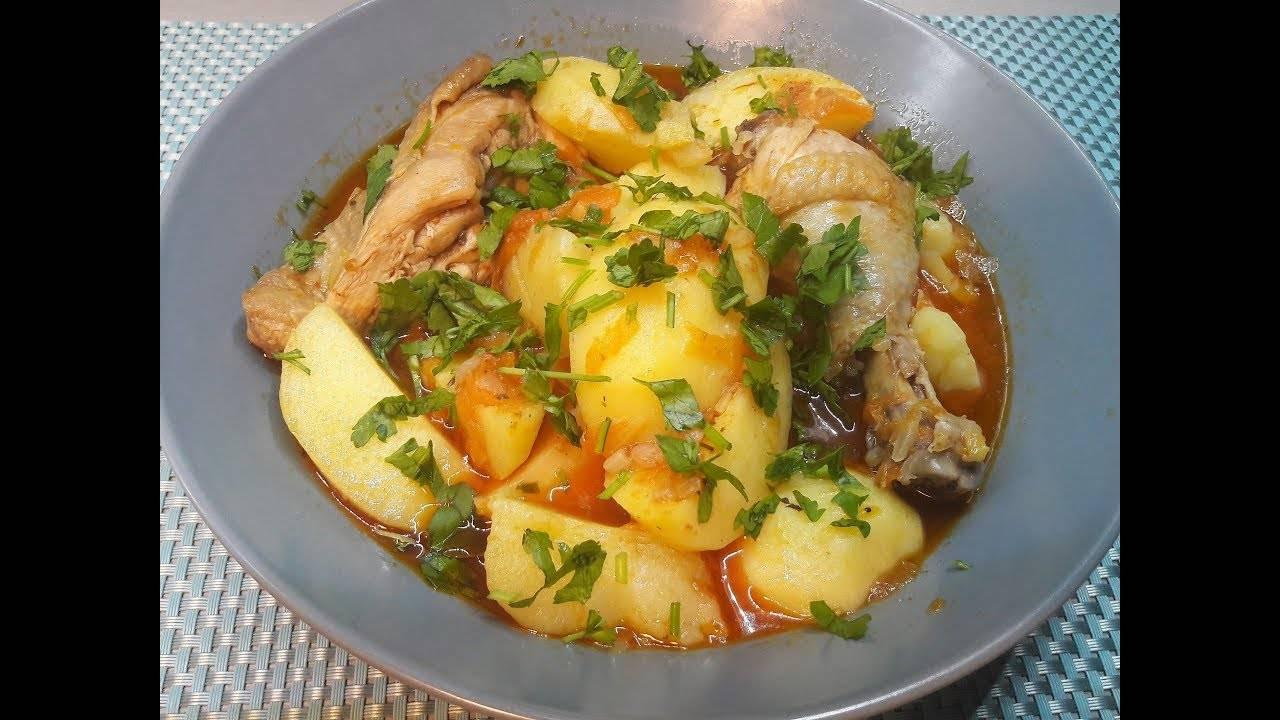 Тушеная картошка с курицей в сковороде
