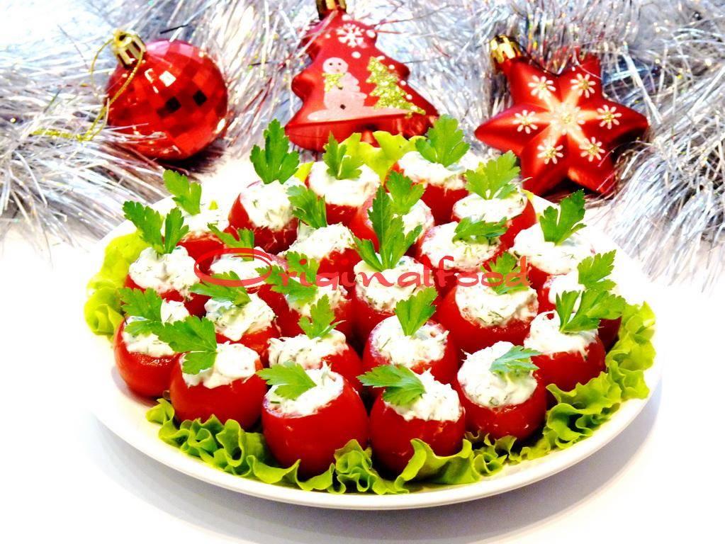 Вкусное украшение праздничного стола: помидоры, фаршированные сливочным сыром