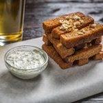 Гренки с чесноком- простое и вкусное дополнение к блюдам и напиткам