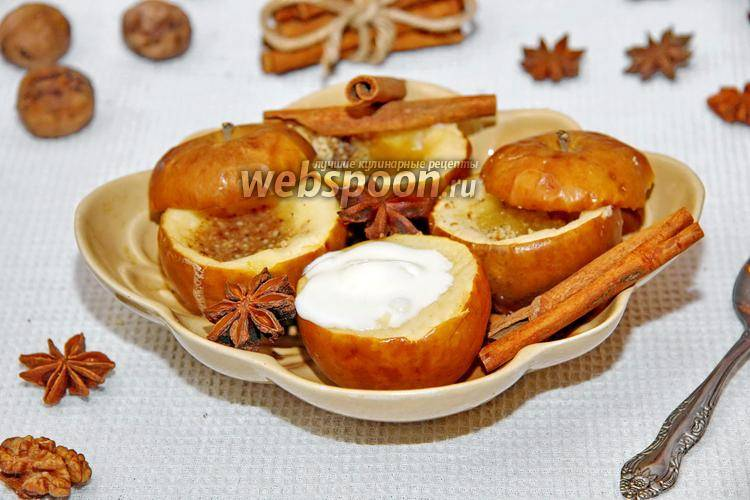 Диетический, но очень вкусный десерт: печеные яблоки с сухофруктами в мультиварке