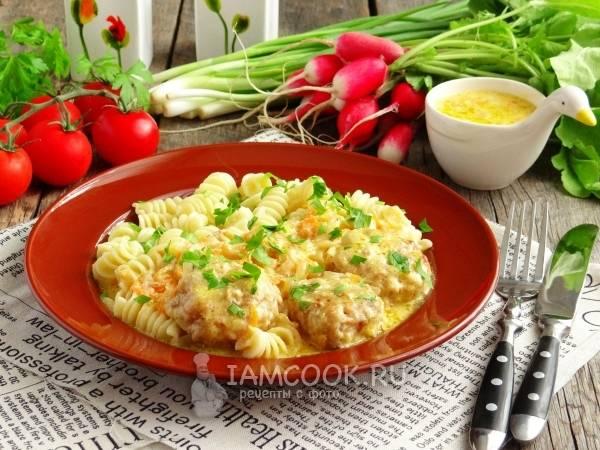 Фасоль с фрикадельками и овощами