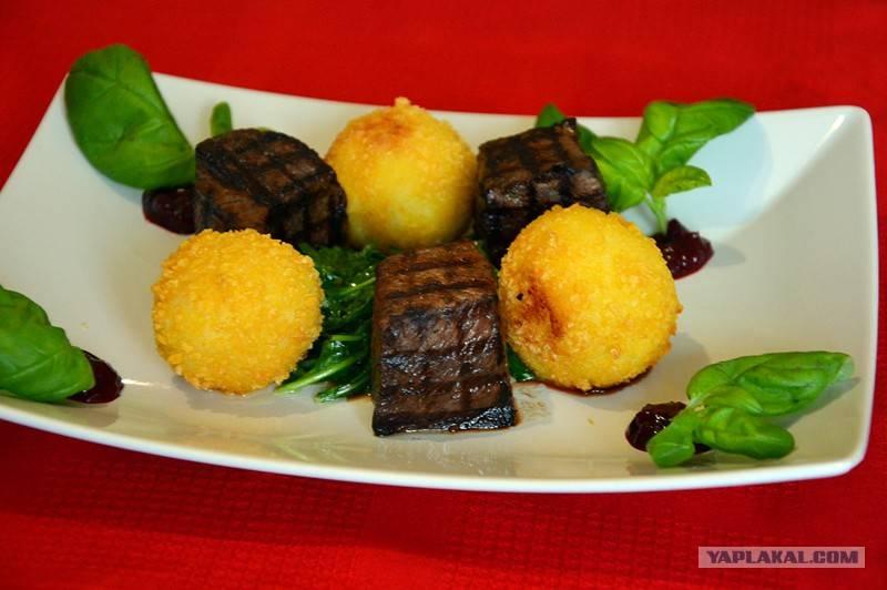 Кубэ манные с мясной начинкой в соусе