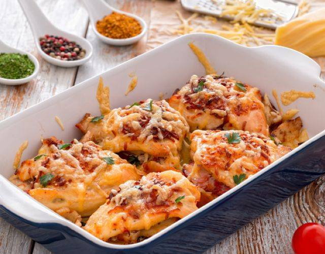 Куриное филе, запеченное с грибами и сыром - 9 пошаговых фото в рецепте